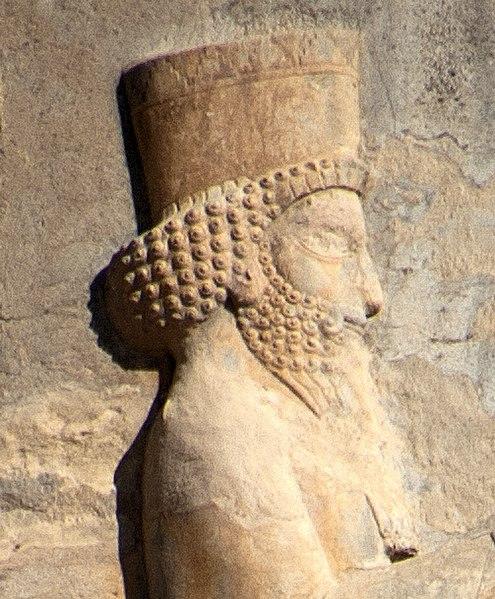 Портрет Артаксеркса II, рельеф с его погребения в Персеполисе