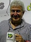 Astronauta Marcos Pontes ganhando uma caneca do Projeto Astronomia Para Todos - Batatais na véspera do evento Domingo com o Astronauta, realizado em Bauru no dia 3 de abril de 2016, em comemoração dos - panoramio (2).jpg