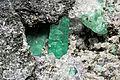 Béryl var. émeraude, calcite et pyrite (Wenshan Zhuangzumiaozu, Yunnan - China) 3.jpg