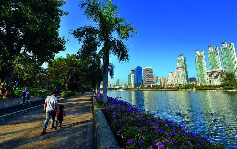 File:Bangkok Benjakiti Park 2.jpg