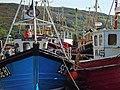 Barcos pesqueros en puerto de Ullapool, Escocia - panoramio.jpg