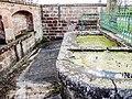 Bassins de la fontaine-lavoir, près de la chapelle.jpg