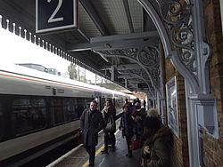 Beckenham Junction platform en train 2015.jpg