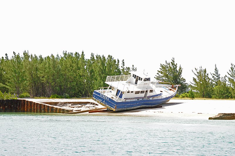 File:Bermuda, wrecked cruiser on old seaplane ramp - panoramio.jpg