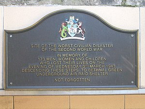 English: Memorial plaque commemorating the vic...