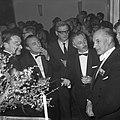Boekhandel in Concertgebouw te Amsterdam, vlnr Harry Mulisch, Bert Schierbee, Bestanddeelnr 916-1088.jpg