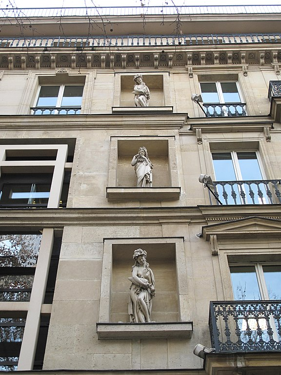 http://upload.wikimedia.org/wikipedia/commons/thumb/6/6b/Boulevard_de_la_Madeleine%2C_15_details.jpg/576px-Boulevard_de_la_Madeleine%2C_15_details.jpg?uselang=ru