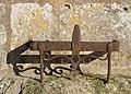 Bouteville 16 Gratte-pieds église 2012.jpg