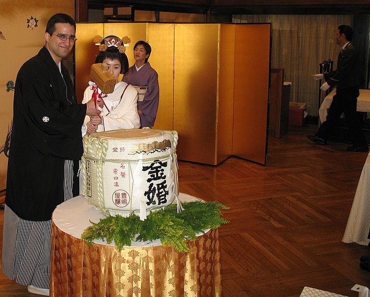 File:Breaking the sake barrel by Joshua Rappeneker in Tokyo.jpg