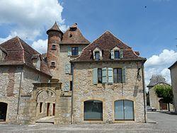 Bretenoux place des Consuls (9).JPG
