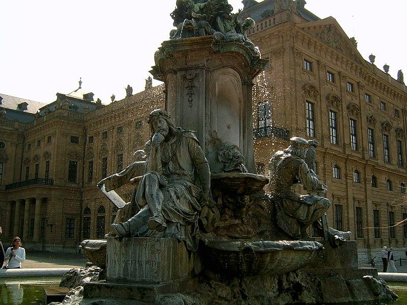 Vaizdas:Brunnen der Würzburger Residenz.JPG