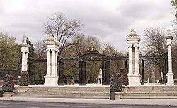 Buen Retiro - Puerta de España 01.jpg