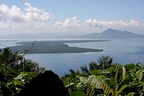 Pemandangan Pulau Bunaken dari pulau Manado Tua
