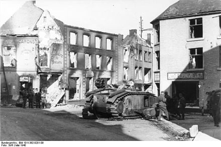 Destroyed French tanks in Beaumont on 16 May Bundesarchiv Bild 101I-382-0201-09, Belgien, Beaumont, Hauserruinen.jpg