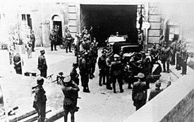 """Bundesarchiv Bild 146-1972-109-19A, Berlin, Soldaten und Waffen-SS im """"Bendlerblock"""""""