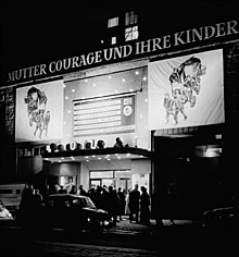 Bundesarchiv Bild 183-80357-0001, Berlin, Kino