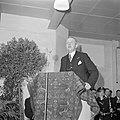 Burgemeester Kolfschoten achter een met tapijt bedekt katheder, Bestanddeelnr 255-8509.jpg
