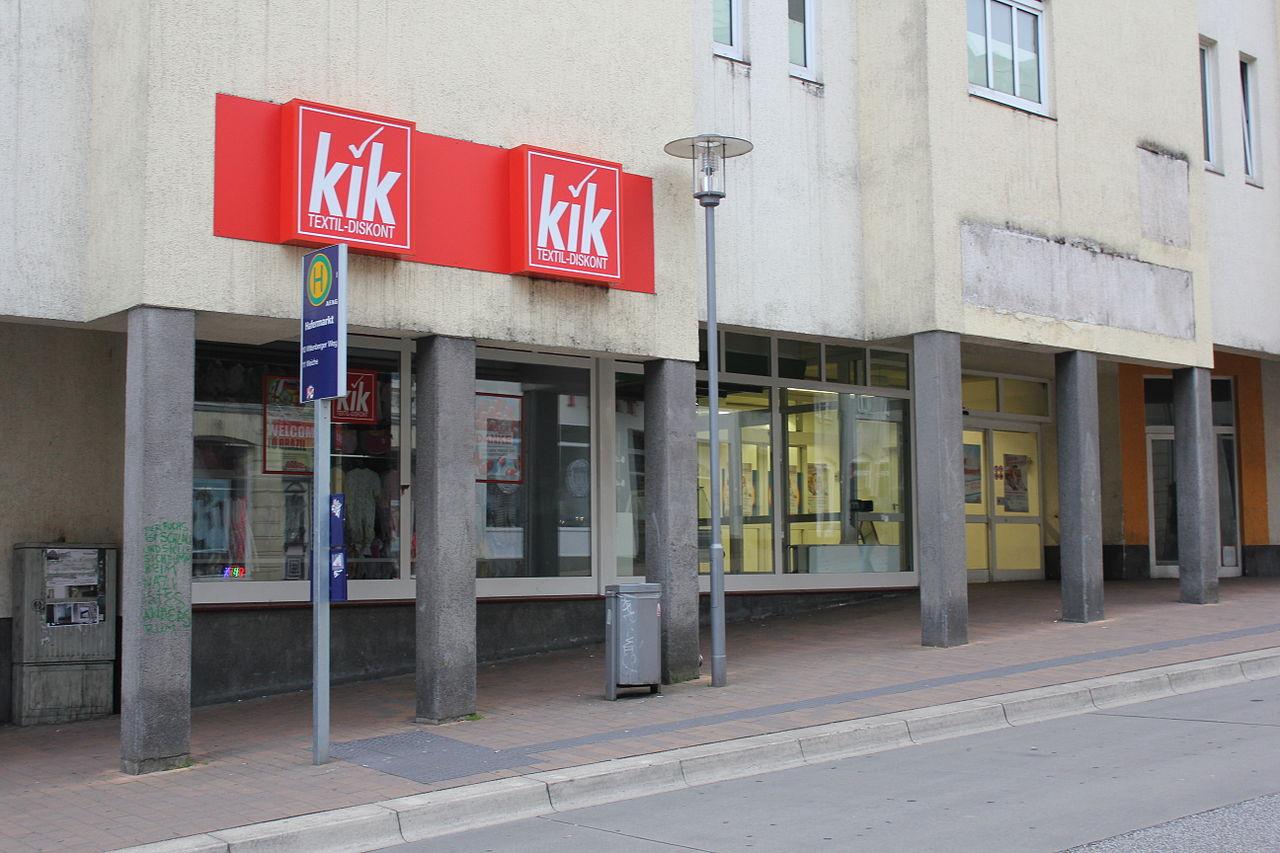 Bushaltstelle beim und Eingang vom Einkaufszentrum am Hafermarkt im Mai 2014 (Flensburg).JPG