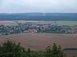 Bzová, z hradu Točník.jpg