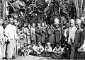 COLLECTIE TROPENMUSEUM Bewoners van het dorp Djoet TMnr 10005319.jpg