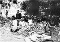 COLLECTIE TROPENMUSEUM Het ontbolsteren (kletekken) van kapokkolven in een loods van onderneming Siloewok Sawangan te Pekalongan Midden-Java TMnr 10011519.jpg