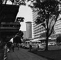 COLLECTIE TROPENMUSEUM Straatgezicht in Nairobi met op de achtergrond het Kenyatta International Conference Centre (K.I.C.C.) TMnr 20014414.jpg
