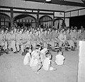 Cabaretvoorstelling in het Tiger Lane-kamp in Ipoh, Bestanddeelnr 255-6993.jpg