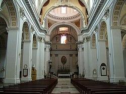 Caltagirone Kathedrale Innen.jpg