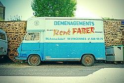 Camion de déménagement à Saint-Sauveur-en-Puisaye.jpg