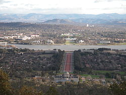 Vista de Canberra on es veu l'eix del Parlament.