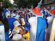 Integrantes de una Comparsa Templando los Tambores en el Desfile de Llamadas