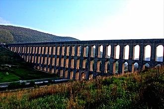 Caserta - Image: Carolingian Acqueduct