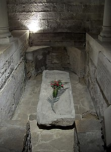 1er Duc de la Bourgogne dans Ma Bourgogne En détails 220px-Cath%C3%A9drale_de_Dijon_-_sarcophage_de_Saint_B%C3%A9nigne