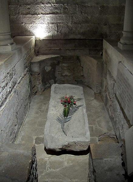 File:Cathédrale de Dijon - sarcophage de Saint Bénigne.jpg