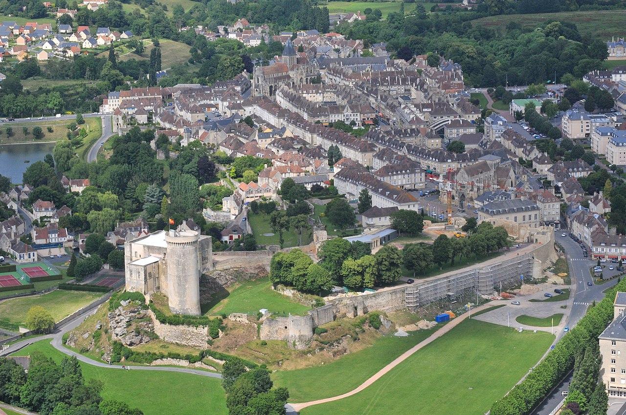 Le château et le centre-ville.