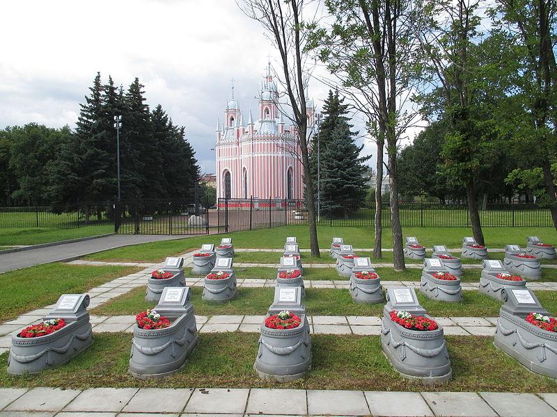 Chesmenskoe War Veterans' Cemetery & Chesme Church in Saint Petersburg.JPG