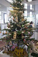Christmas tree (25840970453).jpg