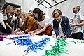 Cibeles lucirá una bandera arcoíris realizada de manera colaborativa para celebrar el WorldPride (03).jpg