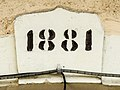 Clé de linteau datée de 1881.jpg