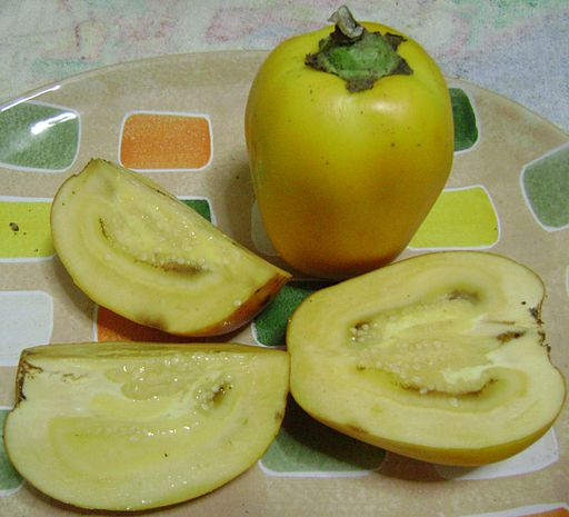 Cocona, fruta completa y en trozos