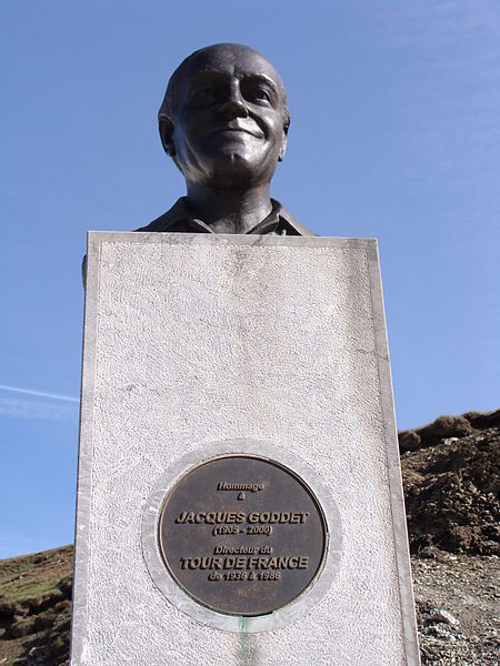 File:Col du Tourmalet - Stèle commémorative à Jacques Goddet.jpg