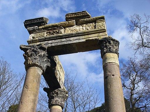 Corinthian Columns, Virginia Water - geograph.org.uk - 1803311