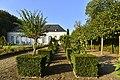 Décoration du jardin de l'Orangerie (23287797822).jpg