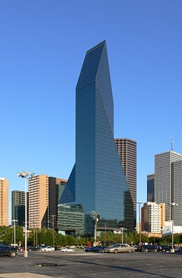 Dallas Fountain Place 1.jpg