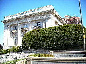 Danielle Steel - Danielle Steel's longtime residence in San Francisco, built in 1913 as the mansion of sugar tycoon Adolph B. Spreckels
