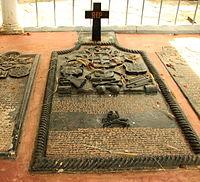 De lannoy Tomb - Burial Site.JPG