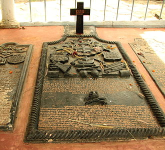 Eustachius De Lannoy - De Lannoy's burial site at the tomb at Udayagiri Fort, with inscriptions in Latin and Tamil.