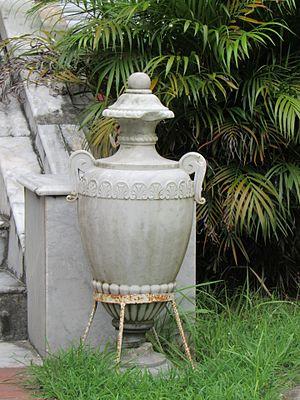 Uttara Ganabhaban - Image: Dighapatia Rajbari Garden Tub