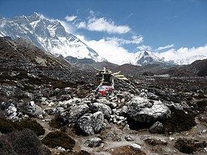 Dingboche - Small stupa near Imja river