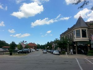 Hinsdale, Illinois - Image: Downtown Hinsdale Illinois
